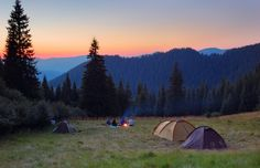 As we head into summer and camping season is in high gear, our writer shares tips on how to pack efficiently for your first camping trip and enjoy the great outdoors! Camping Resort, Camping Glamping, Camping Hacks, Outdoor Camping, Outdoor Travel, Camping Outdoors, Camping Ideas, Outdoor Life, Outdoor Fun
