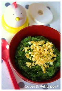 Recette pour bébé à base d'épinards, oeuf et crème pour le plaisir des yeux avec une assiette tout en contraste et des papilles.