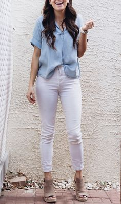 Summer Outfit Casual Style Perfect summer outfit in a causal style: jeans, white jeans, beige wedges Grunge Outfits, Style Outfits, Hipster Outfits, Casual Summer Outfits, Fashion Outfits, Fashion Fall, Fashion Pants, Fashion Sandals, Shoes Style