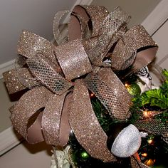 How to make the perfect bow for the top of your tree...this is a grat idea.  Even clumsy finger me can do this!  Love it!