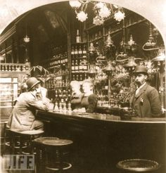 London Pub in 1893 Photo by Buyenlarge on Getty Images Victorian London, Vintage London, Victorian Era, 1920 London, Vintage Bar, London History, British History, British Pub, Baker Street