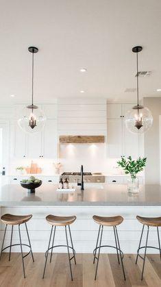 Farmhouse Kitchen Island, Kitchen Island Decor, Modern Farmhouse Kitchens, Modern Farmhouse Style, Home Decor Kitchen, Kitchen Interior, Home Kitchens, Kitchen Ideas, Kitchen Modern