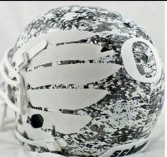 Oregon Ducks to wear digital camo helmet for 2013 spring game [Photo]… Uni Football, College Football Uniforms, College Football Helmets, Oregon Ducks Football, Collage Football, Sports Uniforms, Football Stuff, Alabama Football, Sports Helmet