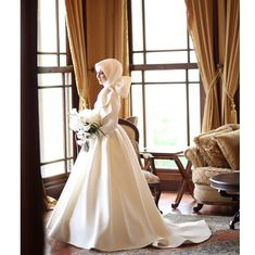 For your dream wedding dress in mind, rather than traditional veils, extravagant details and flamboyant designs; If something simple and … Muslim Wedding Gown, Muslim Wedding Dresses, Wedding Hijab, Dream Wedding Dresses, Wedding Gowns, Bridesmaid Dresses, Muslimah Wedding, Disney Wedding Dress, Hijab Bride