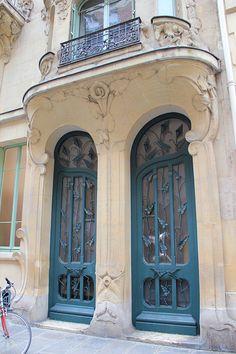 Art Nouveau - Organic Forms and Whiplash Curves - Doors of Paris Cool Doors, Unique Doors, Entrance Doors, Doorway, Entrance Ways, Grand Entrance, Door Knockers, Door Knobs, Art Deco