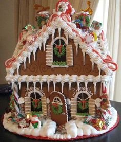 100 Gingerbread House Ideas to give your Christmas Party a Delicious Dose of Happiness - Hike n Dip Thinking about Gingerbread house decorating party? Then you have to have a look at these delicious and cute Gingerbread house ideas right here. Cardboard Gingerbread House, Graham Cracker Gingerbread House, Gingerbread House Patterns, Gingerbread House Template, Cool Gingerbread Houses, Gingerbread House Parties, Gingerbread Village, Gingerbread Decorations, Christmas Gingerbread House
