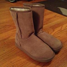 Steve Madden boots sz 7 worn once Perfect condition!  The insides are so soft.  Ready to ship.  Color is taupe Steve Madden Shoes Combat & Moto Boots