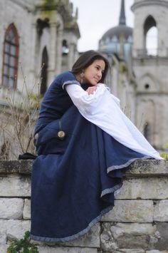 http://armstreetitaly.com/negozio/abiti/abito-medievale-di-lino-arciera-con-camicetta-e-corsetto