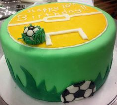 Session 95 & 96 - Mystery Cake Project: Soccer Birthday Cake. http://www.outsideofthebreadbox.com/2015/04/culinary-school-session-95-96.html