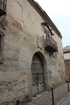 Maravillas ocultas de España: Arevalo Palacio Viejo ó Palacio de los Sedeño del s.XV-XVI, con restos de un precioso esgrafiado y un bello friso mudéjar