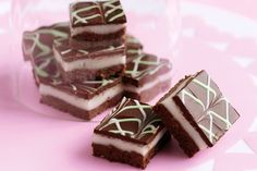 Indulgent chocolate peppermint slices that everyone will love - your challenge is not to devour them all at once! Sweet Recipes, Cake Recipes, Snack Recipes, Dessert Recipes, Xmas Recipes, Just Desserts, Delicious Desserts, Peppermint Slice, Desserts With Biscuits