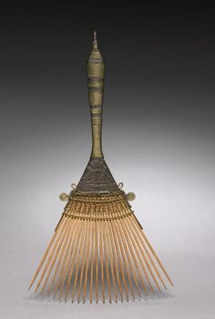 Africa | Comb most probably from the Chokwe people of Angola or DR Congo | ca. before 1929 | Wood and brass