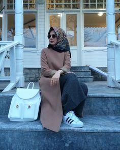 Arab Fashion, Islamic Fashion, Womens Fashion, Modest Fashion, Fashion Dresses, Hijab Fashionista, Hijab Style, Mode Hijab, Muslim Women