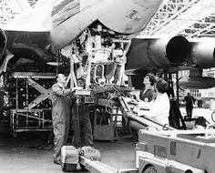 A Vulcan being converted to a tanker. V Force, Avro Vulcan, Falklands War, Military Pictures, Royal Air Force, Submarines, Royal Navy, Military Aircraft, Aviation