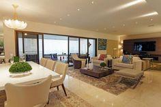 Porta de correr - modelos de portas de vidro Outdoor Furniture Sets, Outdoor Decor, Conference Room, Living Room, Table, Home Decor, House, Glass Balcony, Sliding Doors