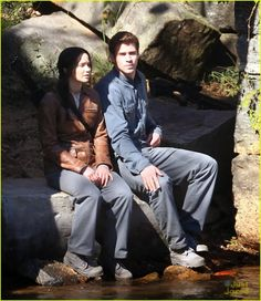 Jennifer Lawrence & Liam Hemsworth: Resting on Rock for 'Mockingjay' - Star Hollywood