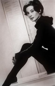 Vintage-Retro : Photo ■■ fuzz sez: A perfect lady, in every sense of the word. Audrey Hepburn, we miss your elegant, funny self. Katharine Hepburn, Audrey Hepburn Born, Audrey Hepburn Photos, Divas, Scarlett, My Fair Lady, British Actresses, Mode Vintage, Classy Women