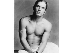 Joe Dallesandro dans le film Heat de Paul Morrissey présenté par Andy Warhol