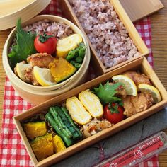 Nice-looking bento! I'm not entirely sure, but I think it's filled with karaage, tamagoyaki, green beans and squash. :)