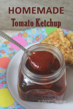 This tomato ketchup taste so close to the name brand without all the preservatives. It can be served as a dip or spread. So delicious. Tomato Ketchup Recipe, Homemade Tomato Ketchup, Homemade Ketchup Recipes, Homemade Pickles, Canning Recipes, Homemade Tomato Paste, Tomatoe Sauce, Chutney Recipes, Sauce Recipes