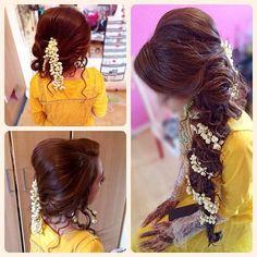 Knock the wedding season with these rocking bridesmaid hair dos - Modern Pakistani Bridal Hairstyles, Mehndi Hairstyles, Pakistani Bridal Makeup, Bridal Hair And Makeup, Bride Hairstyles, Hair Makeup, Hairstyle Ideas, Party Hairstyle, Updos