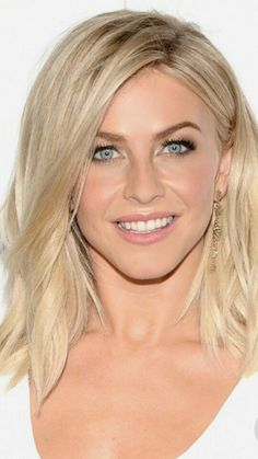 Gorgeous Blonde, Gorgeous Eyes, Medium Short Hair, Medium Hair Styles, Julliane Hough, Derek And Julianne Hough, Honey Blonde Hair, Bright Blonde, Pretty Face