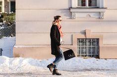 tifmys – Coat: Zara | Sweater: H&M | Jeans: Envii | Boots: Jones | Bag: Chloé Faye | Scarf: Samsoe&Samsoe | Sunnies: Ray Ban Round Metal