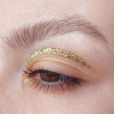 ✨ GLITTER MONTH ✨ I did this minimalistic look a couple of days ago, but couldn't post because of various reasons, and today I received a… Mascara, Minimalist Makeup, Creative Hairstyles, Makeup Trends, Best Brand, Beauty Makeup, Makeup Looks, Beauty Hacks, Glitter