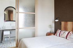 Baño integrado - AD España, © D.R. Cushion with Cinnamon fabric by P&O www.pedrosoeosorio.com Cute Furniture, Muebles Living, Drip Dry, Sweet Dreams, Room Inspiration, Doors, Bedroom, House, Home Decor