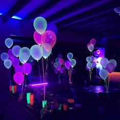 Glow in the Dark Balloons Avery's birthday Party Im Dunkeln leuchtende Luftballons Dance Party Birthday, Neon Birthday, 13th Birthday Parties, Birthday Party For Teens, Birthday Ideas, 21st Party, Glow Party Decorations, Neon Party Themes, 18 Birthday Party Decorations