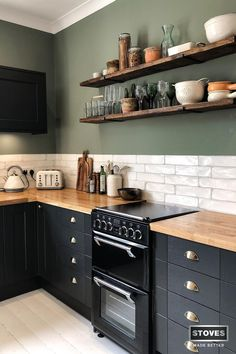 Stoves: In Real Kitchens Dani Leat showcases her smart country kitchen. A little slice of happiness. Outdoor Kitchen Cabinets, Black Kitchen Cabinets, Black Kitchens, Home Kitchens, Green Kitchen Walls, Kitchen Worktops, Splashbacks For Kitchens, Kitchen Black Tiles, Wooden Worktop Kitchen