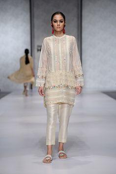 : Hum Showcase 2018 Day 3 Top Picks- Chapter Elan, Misha Lakhani and Sania Maskatiya Black Pakistani Dress, Pakistani Dress Design, Pakistani Outfits, Indian Outfits, Embroidery Suits Punjabi, Zardosi Embroidery, Urban Style Outfits, Casual Outfits, Misha Lakhani