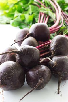 This is how to roast beets without making a mess. Roasted beets develop a rich, sweet flavor in the oven and the skin slides right off after they finish cooking. It is an easy recipe that makes a healthy side dish or addition to salads. Beet Green Recipes, Beet Salad Recipes, Healthy Recipes, Cooking Recipes, Easy Recipes, Beet Recipes Healthy, Smoothie Recipes, Raw Beets, Fresh Beets