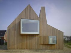 House Beirings is a very cool looking modern dutch farmhouse. In an effort to avoid visual contact with adjacent houses, the wood home by Amsterdam architects Rocha Tombal, has different shaped ope… Modern Wooden House, Wooden House Design, Modern Barn, Utrecht, Architecture Design, Minimalist Architecture, Wood Facade, Inspiration Design, Gable Roof