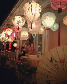 🌟Tante S!fr@ loves this pin📌🌟Hand-painted vintage lanterns. Dinner Party Decorations, New Years Decorations, Gothic Home Decor, Unique Home Decor, Vintage Lanterns, Vintage Chinese Lanterns, Home Interior, Interior Office, Modern Interior