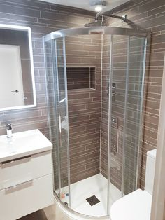 Chic slate tiling provides this bathroom with a unique aesthetic that is sure to linger long in the memory. A powerful full body shower ensures our customers can immerse themselves in the bath time experience.