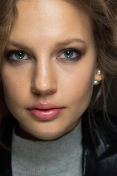 Burberry Prorsum Backstage Makeup - Fall 2015 Beauty Trends