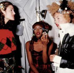 Supermodels backstage 90's Runway