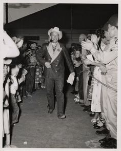 Bing Crosby's famous denim tuxedo made for him by Levi Strauss & Co. back in 1951 Visit Vancouver, Canadian Tuxedo, Bing Crosby, Tuxedo Dress, Vintage Levis, Vintage Bikes, Levi Strauss, Denim Outfit, Western Wear