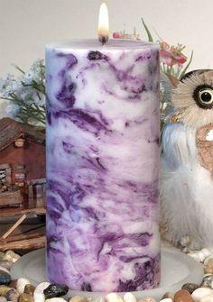 Wir bringen dir bei, wie du marmorierte Kerzen selber machen kannst