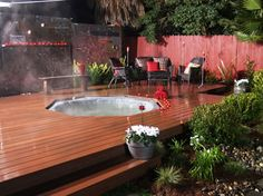 If you want to place a jacuzzi, pergola and outdoor swimming pool in the garden - we will give you some tips for cheap space distribution, planning and Yard Crashers, Outdoor Deck Decorating, Outdoor Decor, Whirlpool Deck, Hot Tub Deck, Jacuzzi Outdoor, Wooden Decks, Building A Deck, Decks And Porches