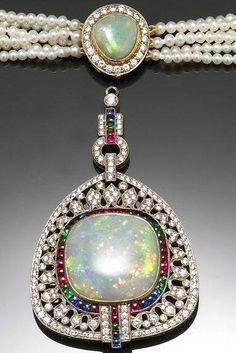 Cartier - Collier de Perles avec Pendentif - Platine, Diamants, Opales, Saphirs, Rubis et Emeraudes - Début 1900