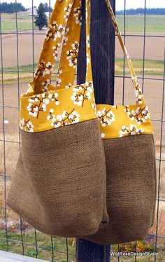 Jute Crafts: 29 Ideas to Make at Home - 7 Jute Craft Models to Make at Home Burlap Purse, Burlap Bags, Jute Bags, Burlap Crafts, Fabric Crafts, Decor Crafts, Diy Crafts, Diy Sac, Diy Bags Purses