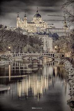 Catedral de Santa María la Real de la Almudena de Madri, Espanha por vanessa