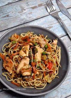 Nouilles au poulet et aux légumes sautés à l'asiatique Cold Lunch Recipes, Best Dinner Recipes, Asian Recipes, Healthy Recipes, Ethnic Recipes, Pasta Sauce, Crockpot Chicken Healthy, Easy Vegetarian Lunch, Ramen