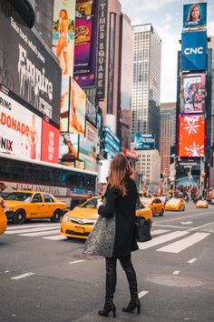 NYC on a Budget | How to Save Money When Traveling to New York City: Times Square NYC Budget Travel Guide & Tips. With NYC being one of the most expensive cities to visit, I have rounded up the best NYC on a budget tips, things to do, and on how to save money while traveling to NYC. The ultimate guide for NYC Budget Travel.
