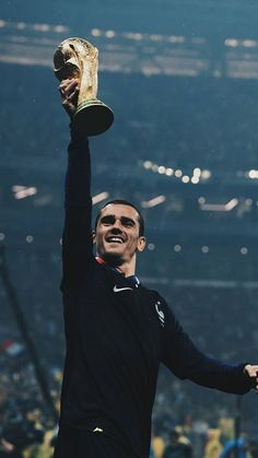 Griezmann 🇫🇷🏆 Antoine Griezmann, Football Is Life, Football Boys, France National Team, France Football, National Football Teams, Chelsea Football, Soccer Stars, Soccer World