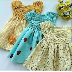 dresses with mixed techniques.Canesu crochet fabric and skirt in fabric. Crochet Girls, Crochet Baby Clothes, Crochet For Kids, Baby Knitting Patterns, Baby Patterns, Crochet Fabric, Knit Crochet, Hand Knitted Sweaters, Knitted Baby