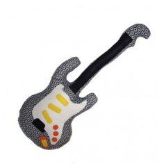 Guitarra hecha a mano para niños y niñas, confeccionada con telas y fieltro por Chiribambola. Handmade Product.
