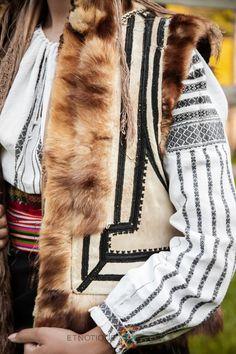 Fur Coat, Vests, Cape, Jackets, Textiles, Costumes, Fashion, Mantle, Down Jackets
